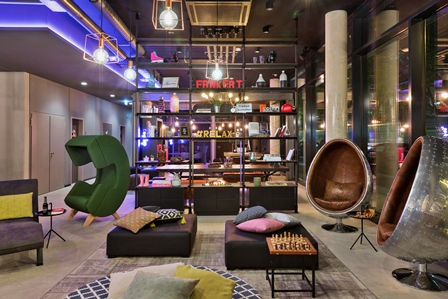 Gude mode im boutique hotel moxy frankfurt east for Modedesigner frankfurt